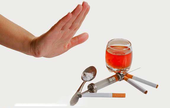 chất kích thích, đồ ăn mặn là những thực phẩm nên kiêng khi bị áp xe