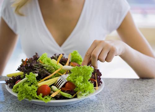 Đi ngoài ra máu nên ăn gì để cải thiện tình hình