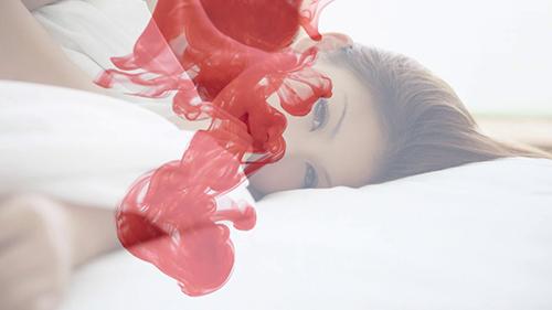 đại tiện ra máu triệu chứng thường thấy khi bị nứt kẽ hậu môn