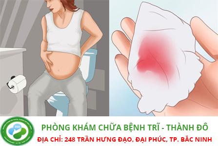 Điều trị đi ngoài ra máu khi mang thai như thế nào?