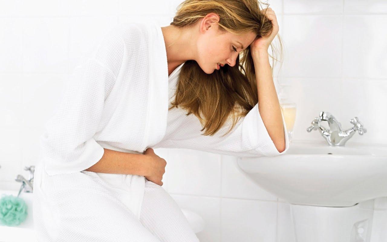 Đi ngoài ra máu tươi và sốt là dấu hiệu của bệnh gì?