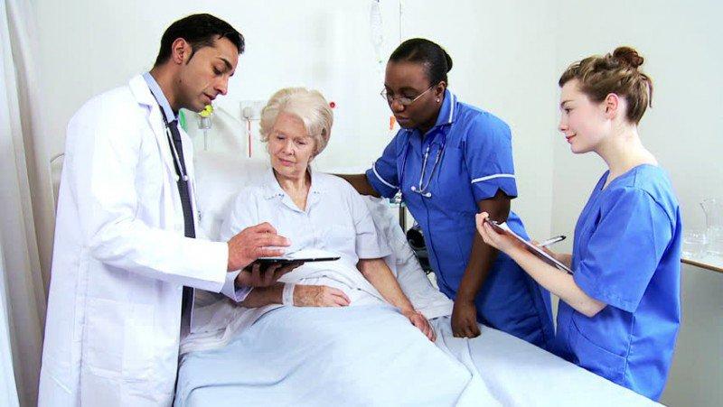 Chăm sóc bệnh nhân sau mổ áp xe hậu môn