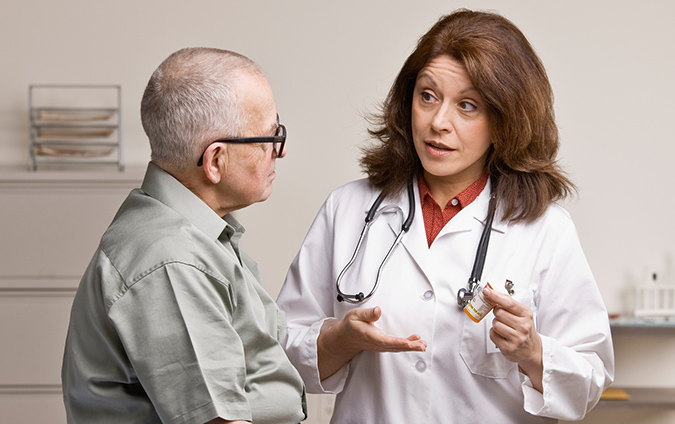 thực hiện sử dụng thuốc chữa polyp hậu môn theo sự chỉ định của bác sĩ