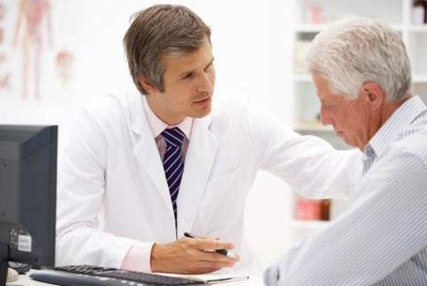 Bệnh sa trực tràng ở người già điều trị như thế nào?