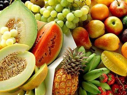 ăn nhiều rau xanh và hoa quả tươi để điều trị táo bón nặng