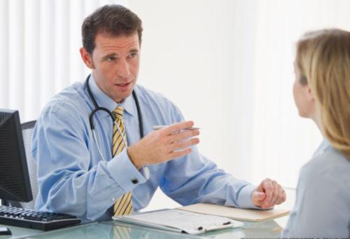bác sĩ tư vấn rò hậu môn