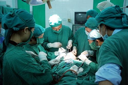 chữa trĩ nội nặng bằng phẫu thuật