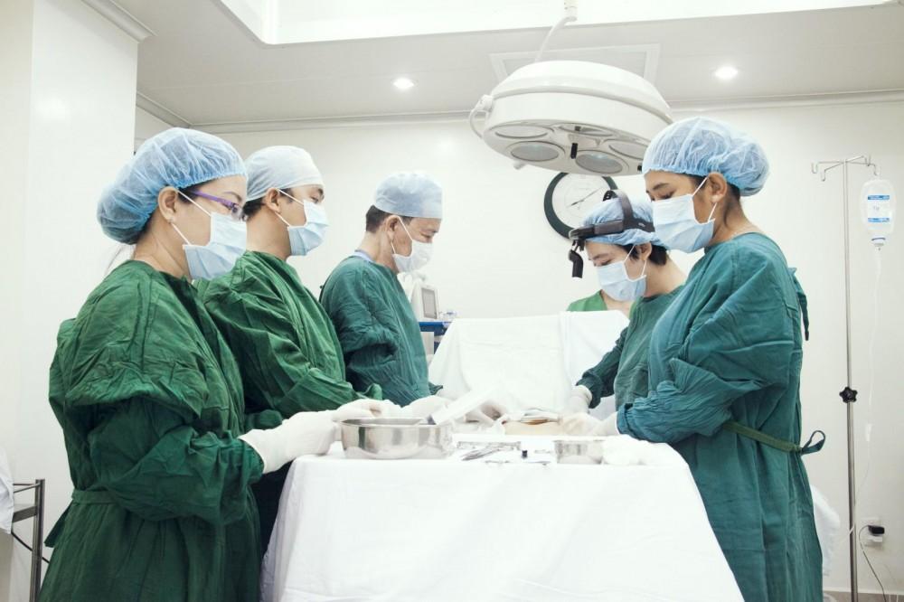 chữa trĩ ngoại bằng phẫu thuật