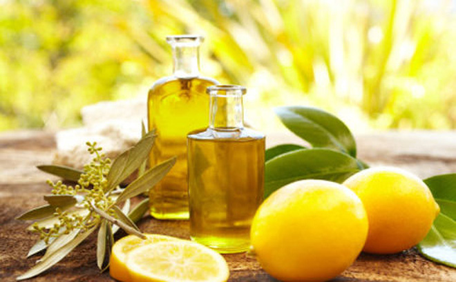 chữa táo bón không đi ngoài được bằng chanh tươi và dầu oliu