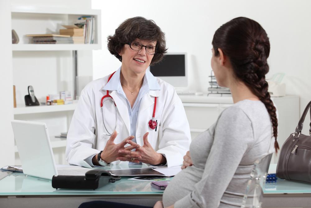 bà bầu sử dụng thuốc trị táo bón nên tham khảo ý kiến của các bác sĩ chuyên khoa