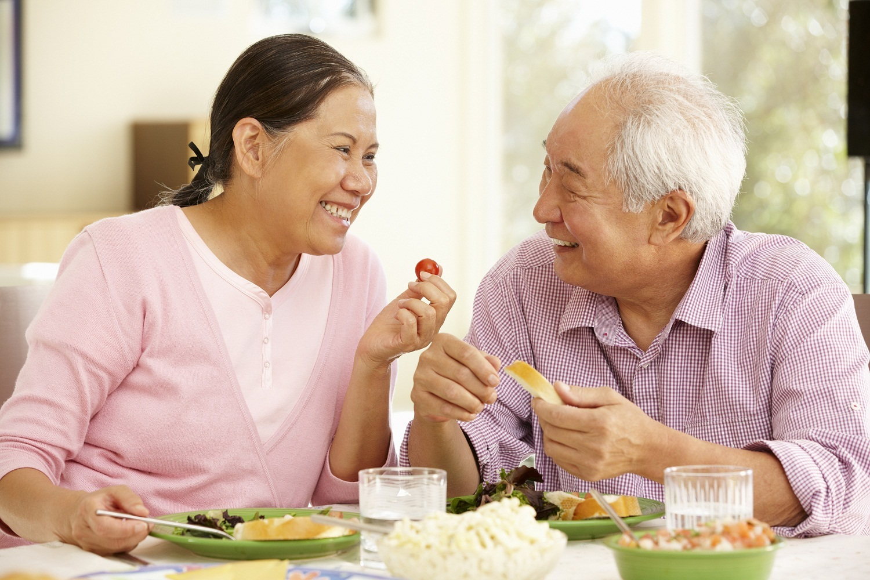 Người già nên ăn nhiều chất xơ để giảm táo bón