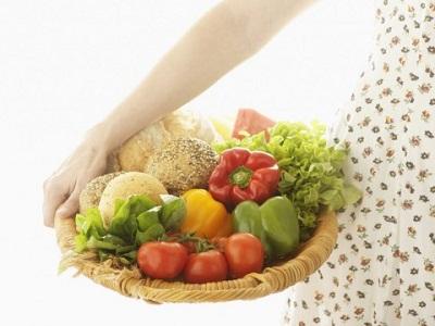 rau xanh và trái cây tươi tốt cho những người vừa tiểu phẫu